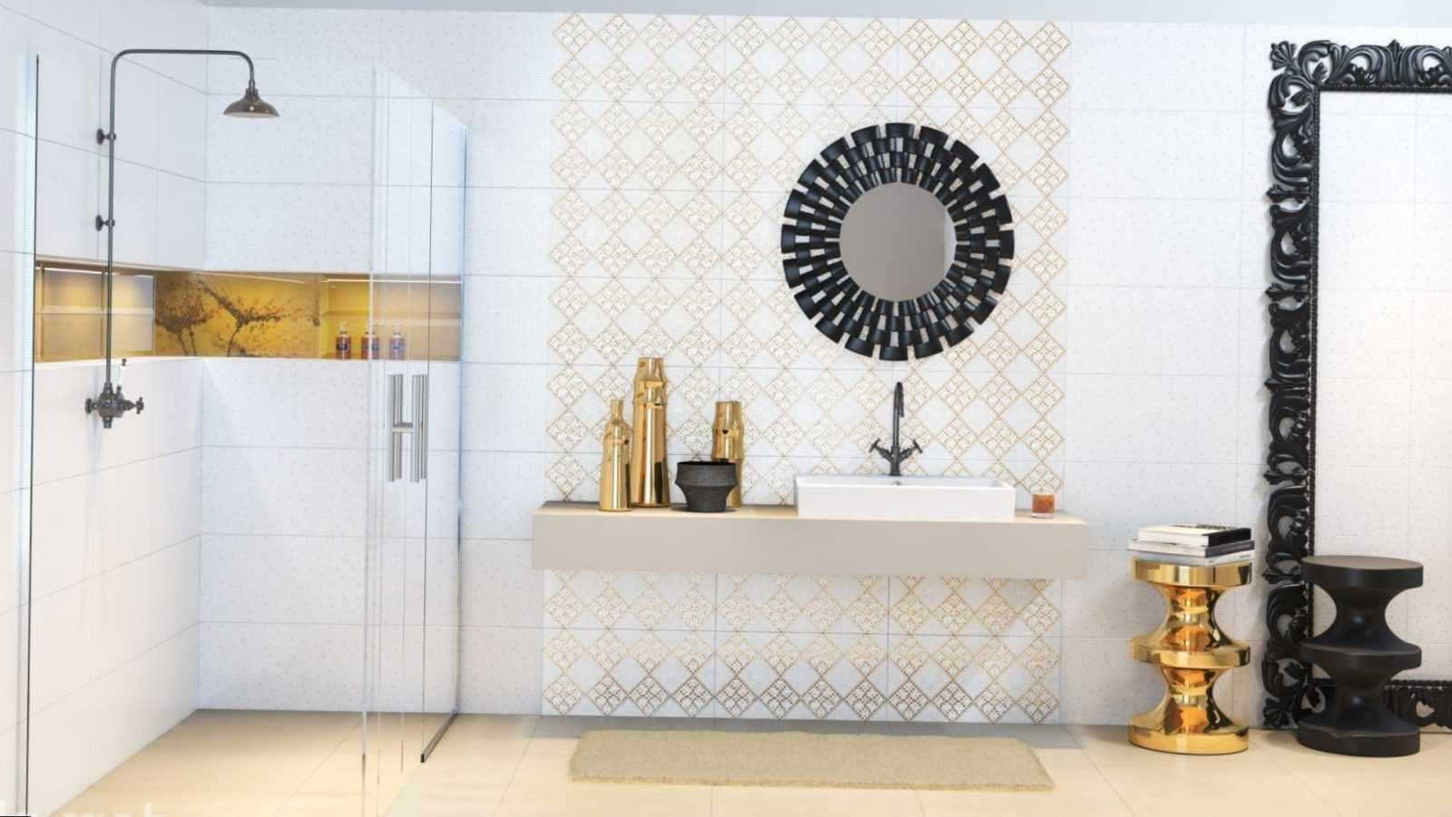 белая и золотая плитка в ванной