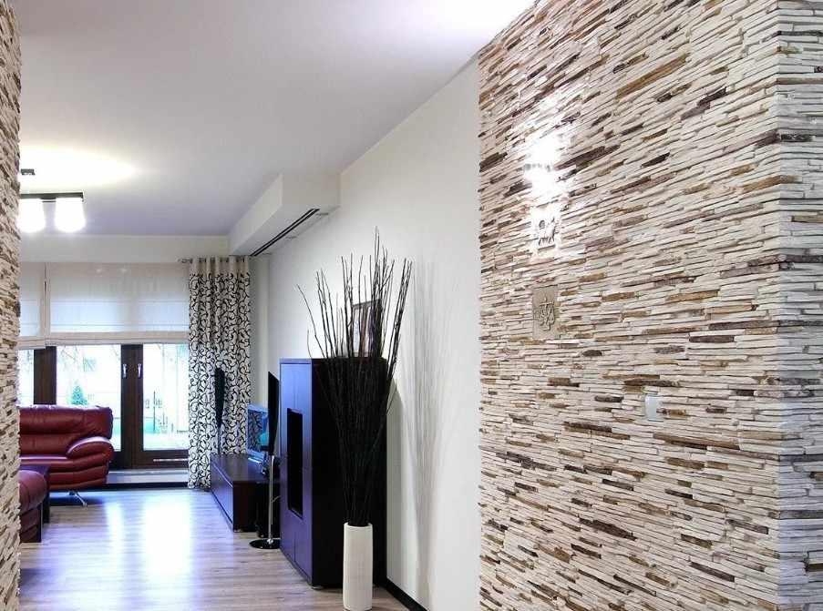 Декорирование стен гипсовой плиткой