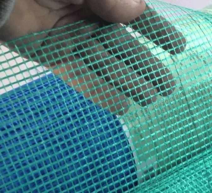 Армирующий материал в виде сетки