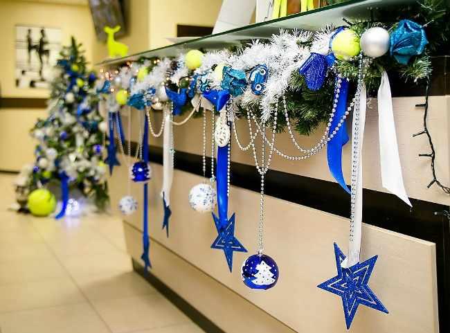 Как красиво и эффектно украсить офис на Новый год (более 80 фото)
