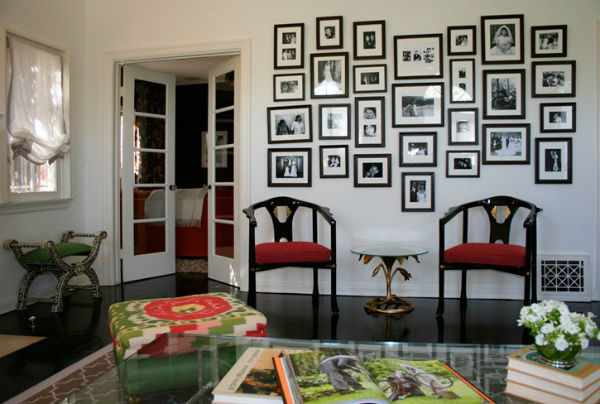 Коллажи из фоторамок: стильное размещение фотографий на стене