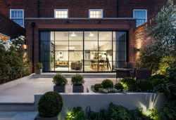 Стильный и актуальный таунхаус в Лондоне в светлых тонах