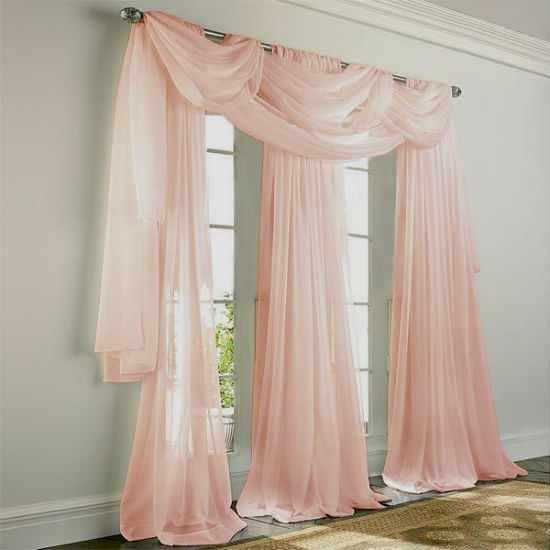 Розовые шторы для спальни.