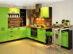 Дизайн кухни в зеленом цвете.