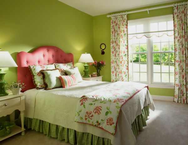 Зеленые шторы в спальне. фото.