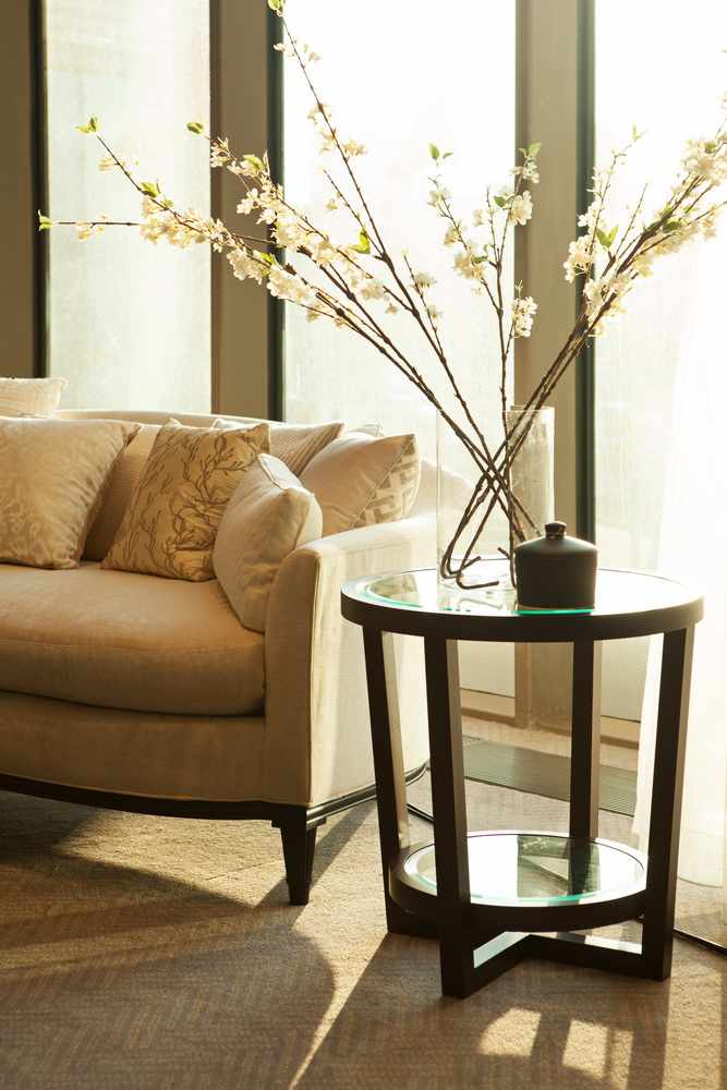 Столик с диваном