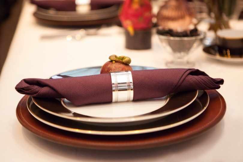 Салфетка на тарелках
