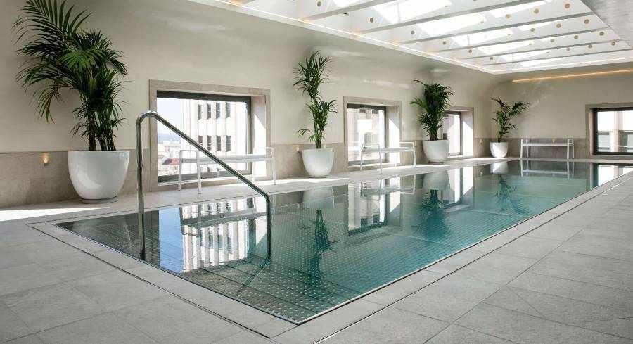 Barcelo Torre de Madrid Hotel pool