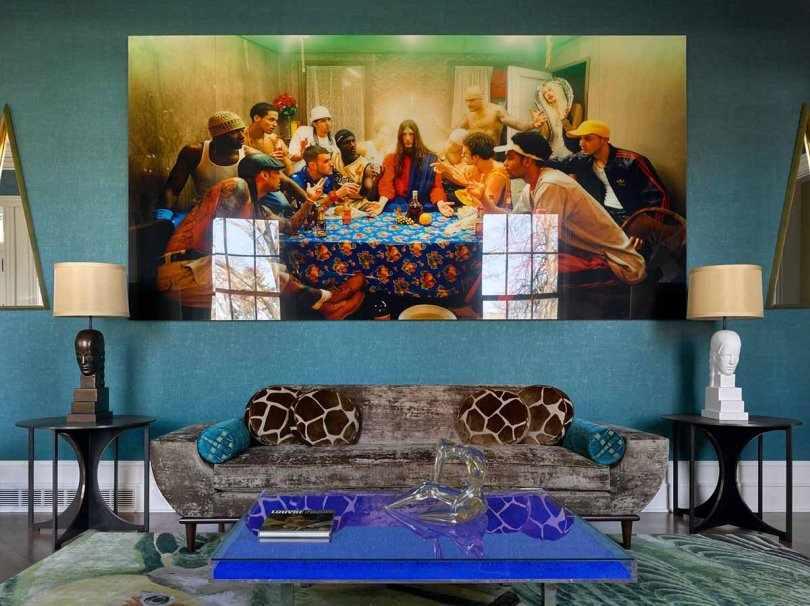 Синий столик и картина