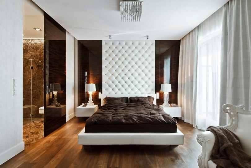 Кровать возле мягкой стены