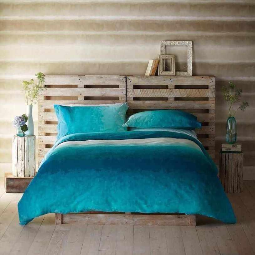 Голубое постельное