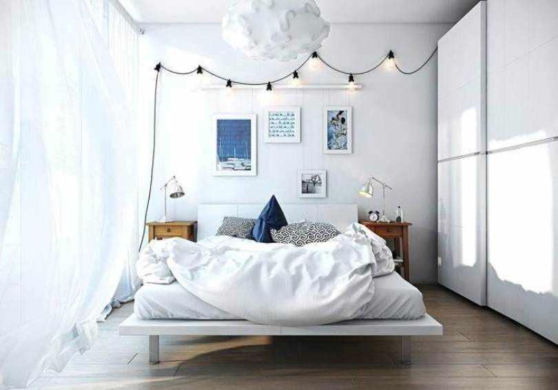 Светлая спальня с синими акцентами