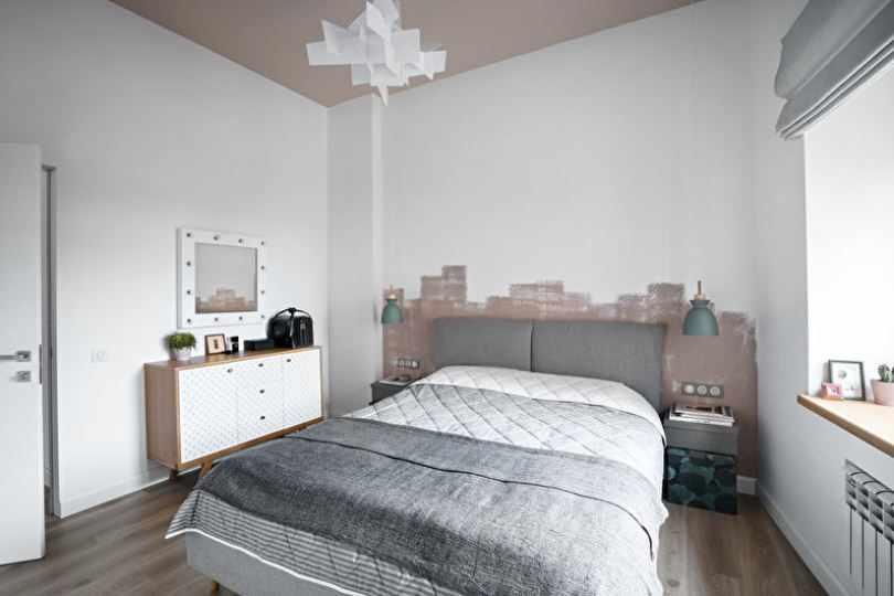 Бежевые вставки в спальне