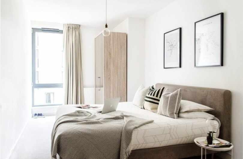 Лампочка над кроватью