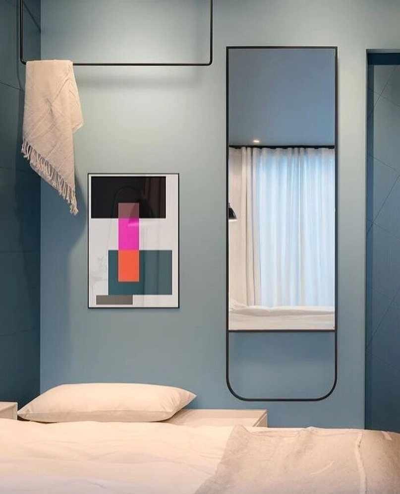 Серо-розовая спальня