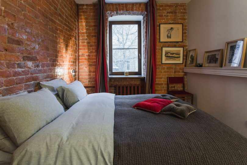 Спальня в красном кирпиче