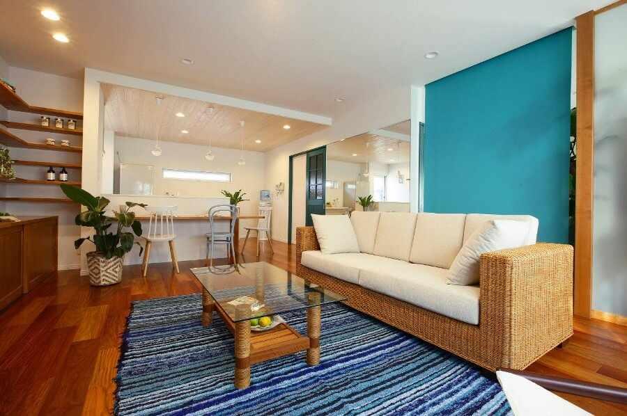 Плетеный диван на кухне