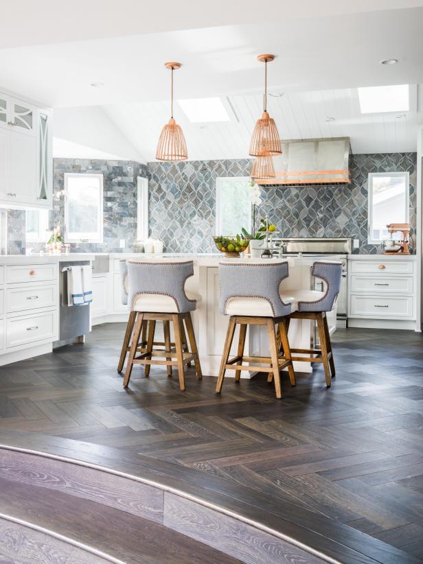 Интерьер кухни в пастельных тонах