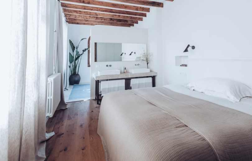 Спальня в доме в Испании
