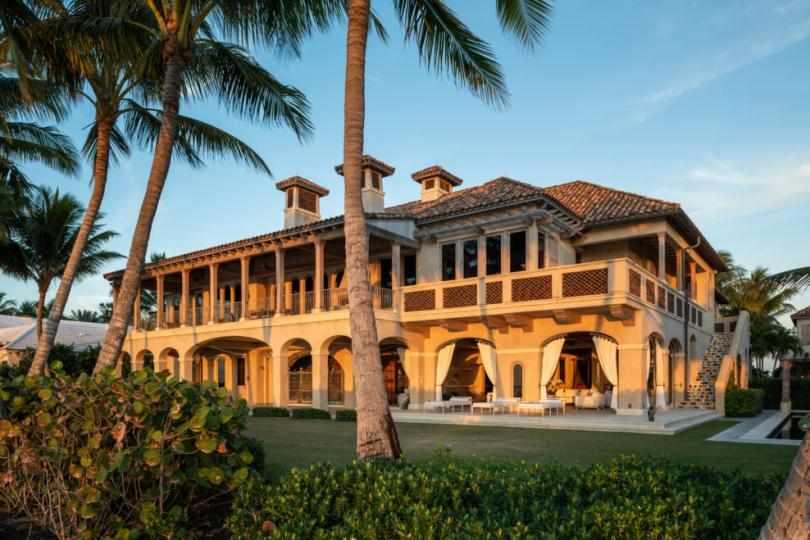 Дом во Florida с пальмами
