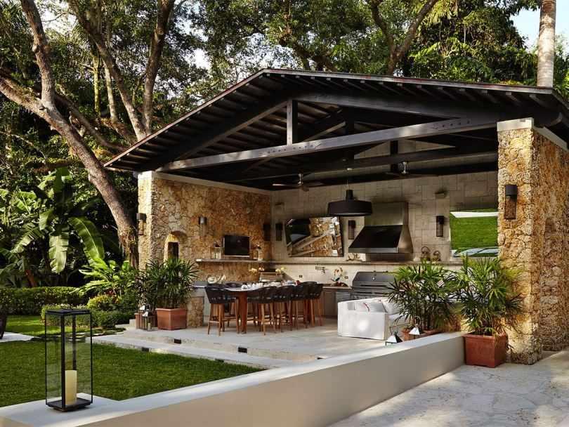 Летняя кухня в загородном доме