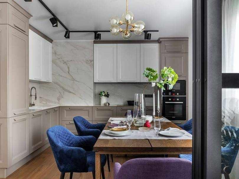 Синие кресла в кухне
