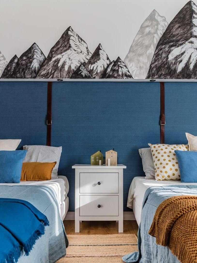 Картина над кроватями