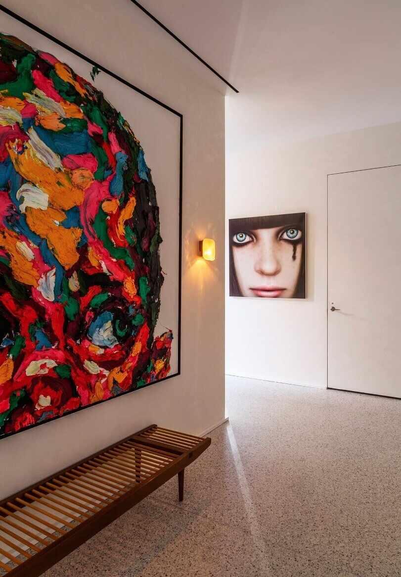 Картина возле двери