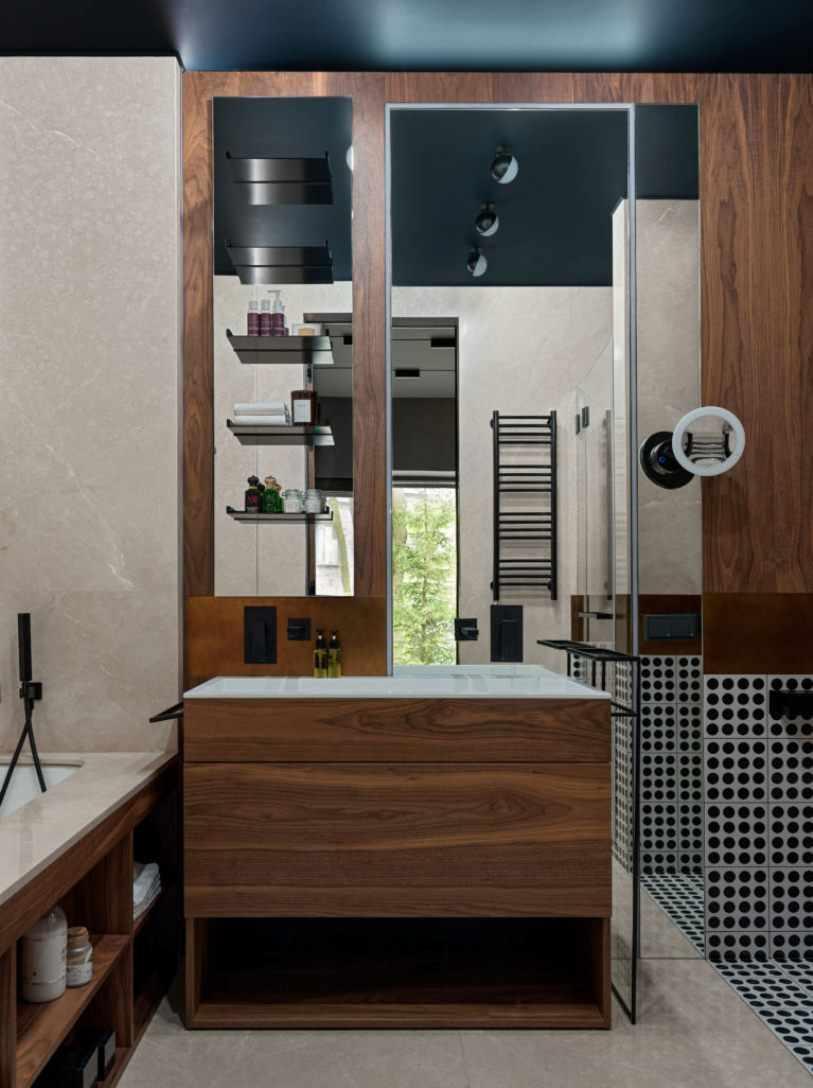 Деревянный комод в ванной