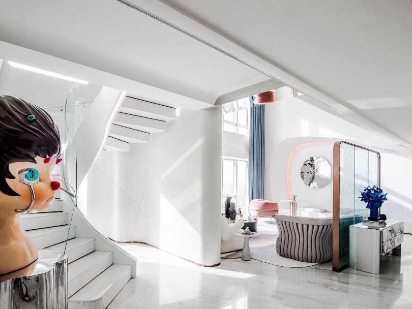 Белая гостинная с декором