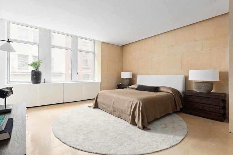 Круглый ковер в спальне