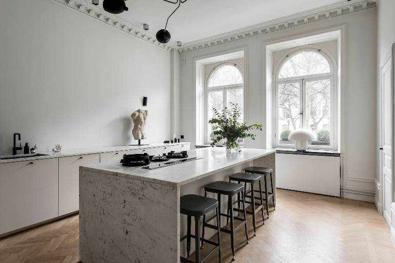 Минималистическая белая кухня