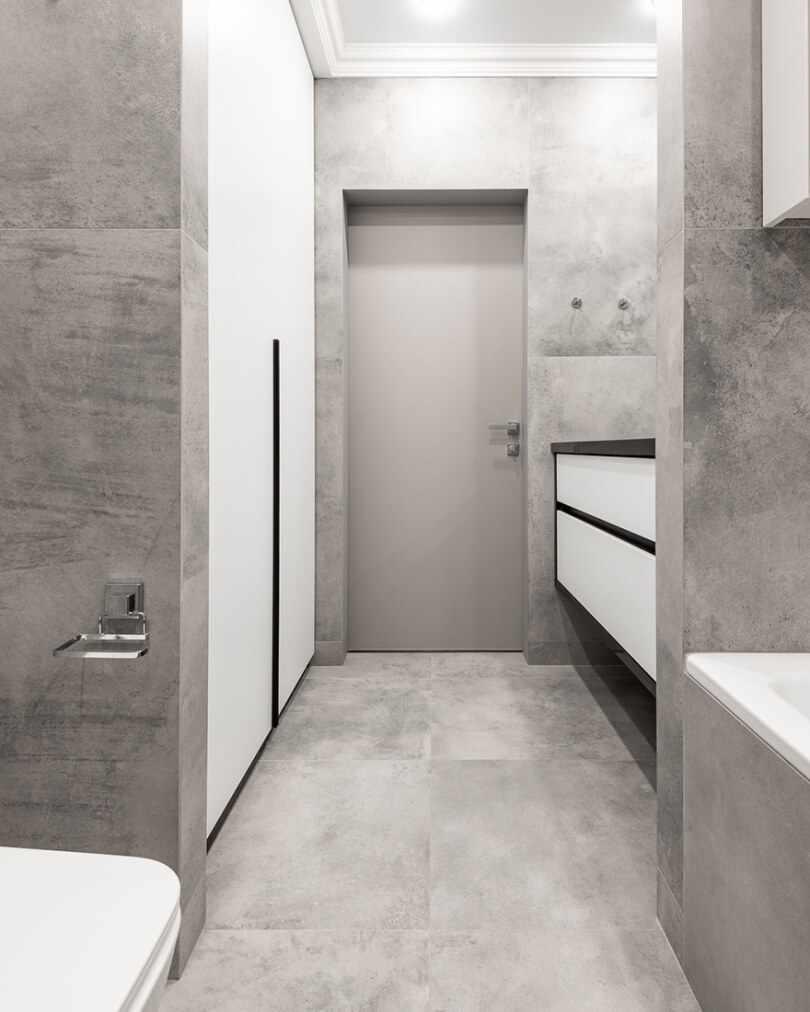 Серые стены и пол в ванной