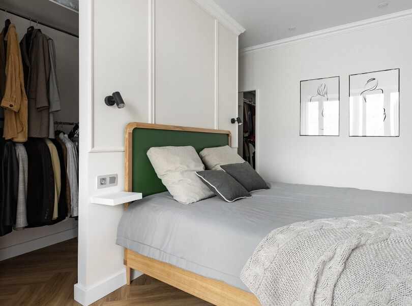 Зеленое изголовье кровати