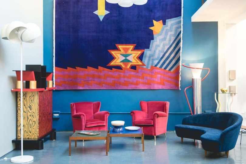 Комната в ярко-синих тонах