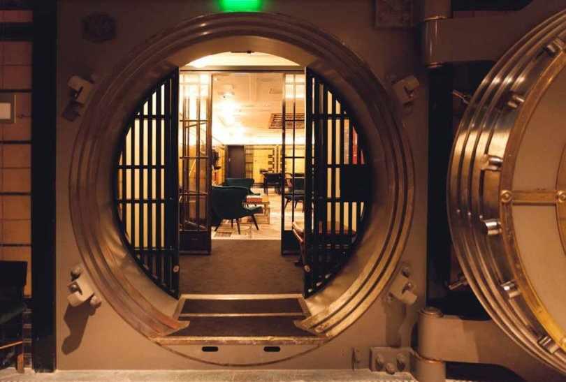 Круглая дверь