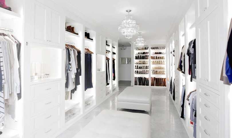 Люстры в гардеробной