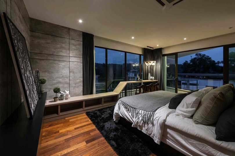 Черный ковер в спальне