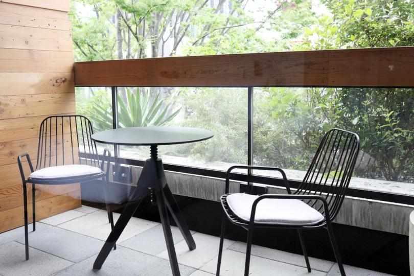 Кофейный столик со стульями