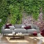 Кирпичная стена с плющем в гостиной