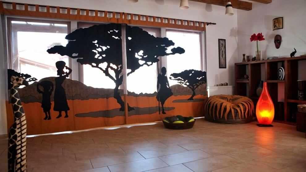 Интерьер в африканском стиле в светлых тонах