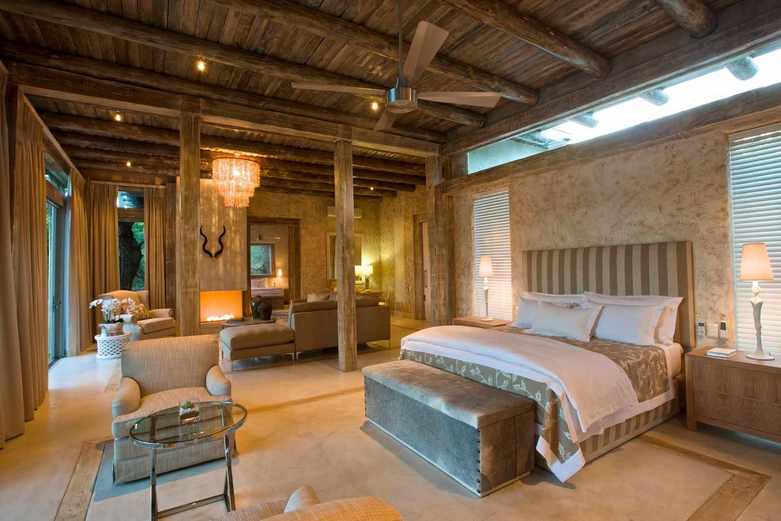 Потолок из дерева в интерьере в африканском стиле
