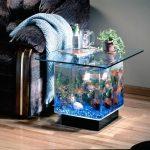 Столик-аквариум возле дивана