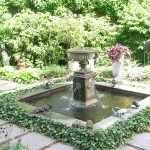 Светильники у фонтана