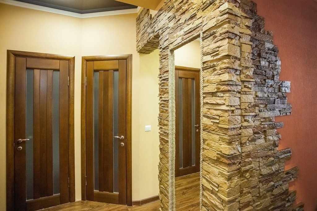 арка в квартире из облицовочного камня