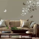 Рисунок с бабочками через трафарет
