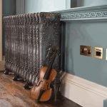 Скрипка у стены