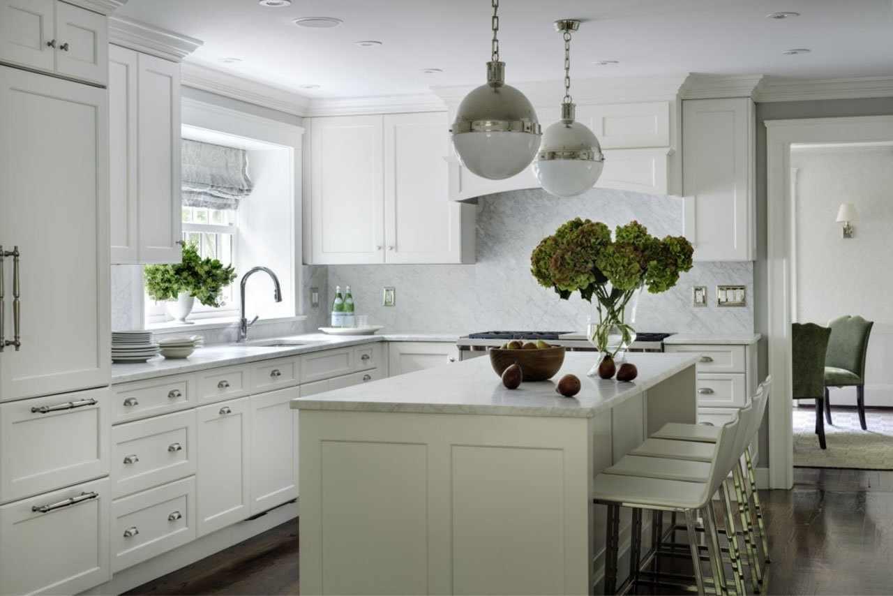 Монохромная белая кухня
