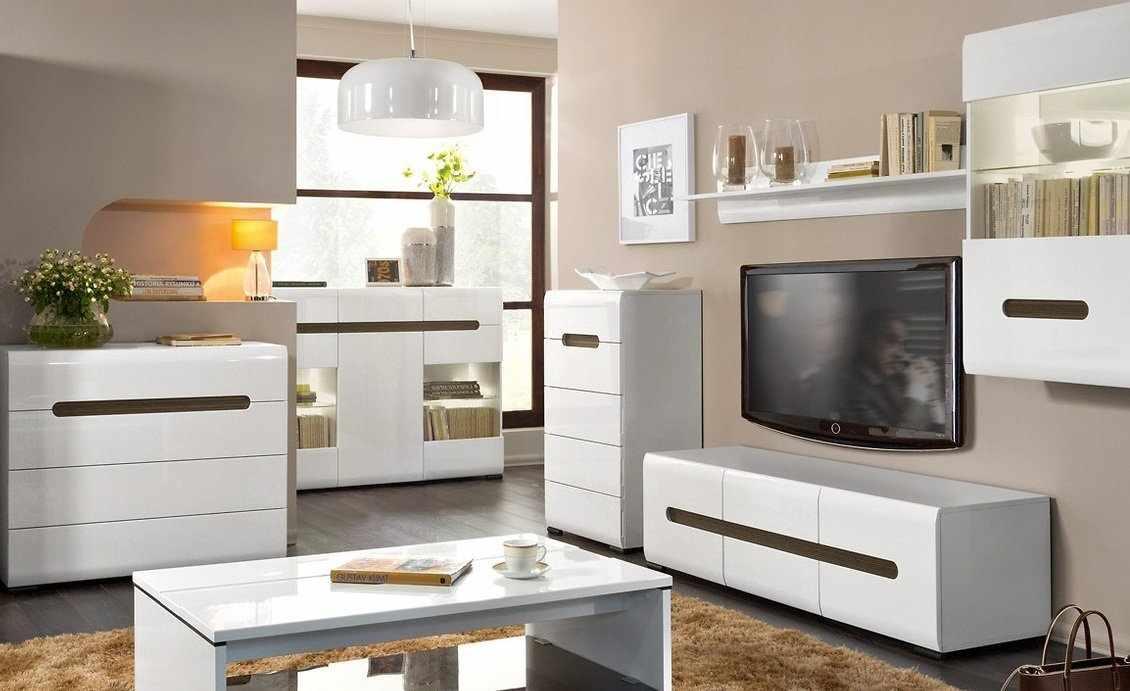 Интерьер с белой мебелью