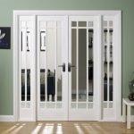 Широкие застекленные двери для гостиной